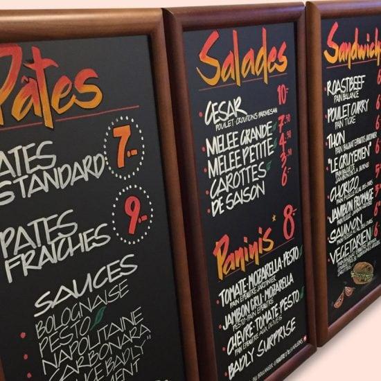 Tableaux noir de menu pour restaurants avec calligraphie et illustrations sur mesure